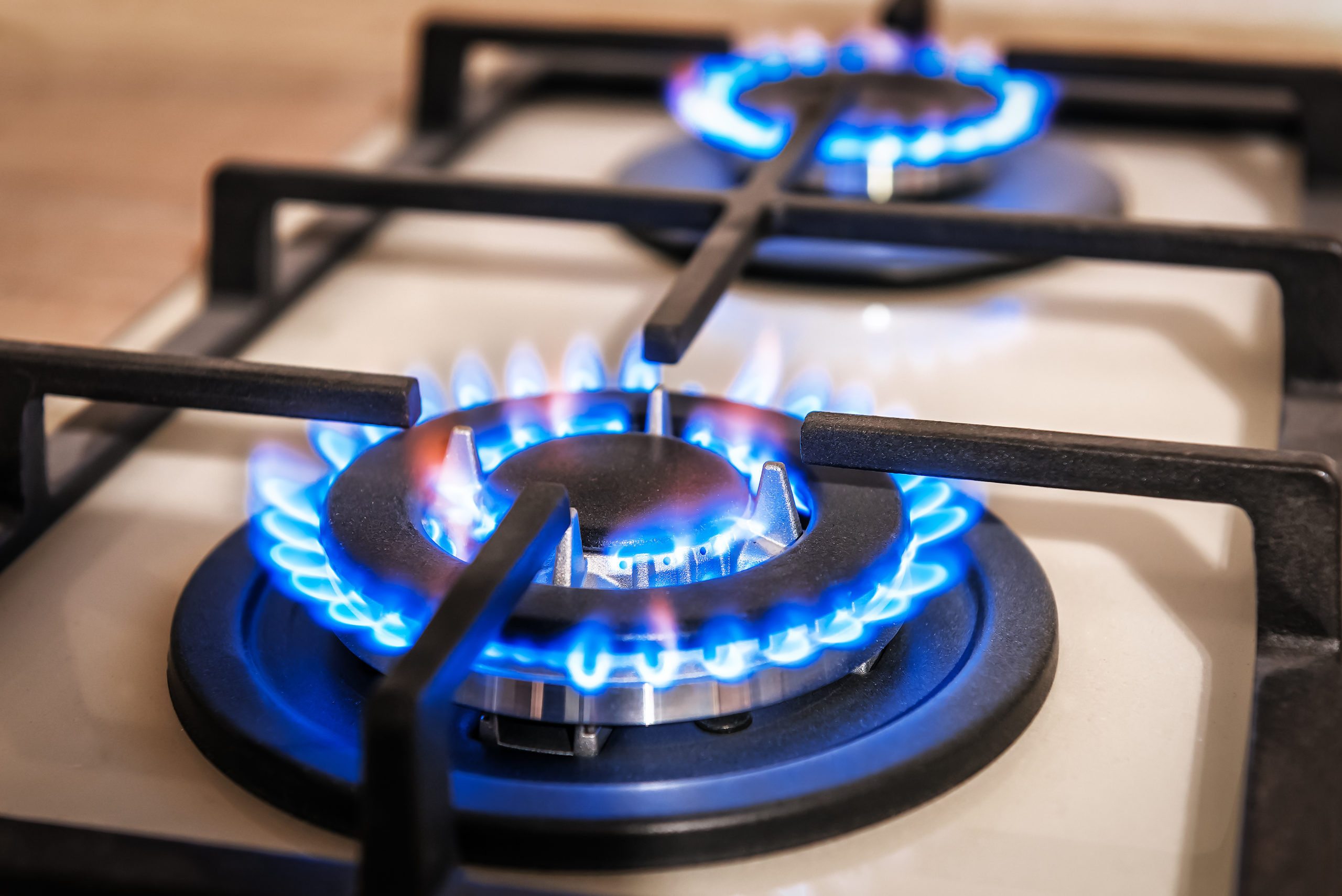 Closeup,Shot,Of,Blue,Fire,From,Domestic,Kitchen,Stove,Top.
